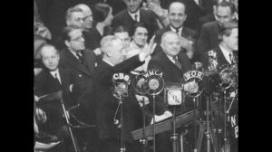 Rabbi Wise, Al Smith and others at 1933 rally. (Framepool Stock Footage.)