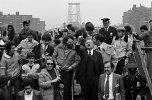 Ed Koch at the Williamsburg Bridge, urging commuters to break the strike by walking to work. Koch visited bridges every morning and evening during the 11-day strike.