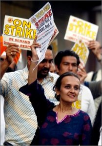 Bhairavi Desai, Executive Director of Taxi Workers Alliance, at 1998 rally. (Photo by AP.)